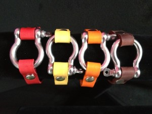 SIGNATURE LEATHER WITH STAINLESS STEEL ANCHOR SHACKLE BRACELET  2